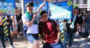 盧廣仲與粉絲獨一無二的簽唱會。(圖片來源:添翼創越工作室)