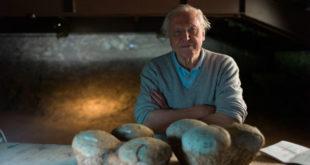 九十歲的艾登堡爵士運用了新發現的化石證據,解讀脊椎動物的起源。(圖片來源:台灣野望國際自然傳播學社)