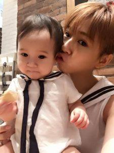 方志友跟老公楊銘威的寶北女兒Mia。(圖片來源:方志友臉書)