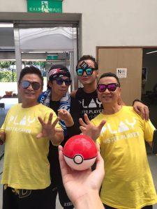 Kid與綜藝大哥們在後台合照,準備歡慶節目兩週年。(圖片來源:Kid臉書)