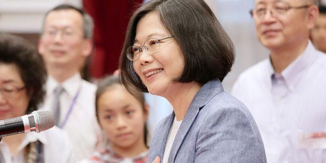總統蔡英文上任以來首度接受媒體專訪,面對華盛頓郵報記者對九二共識的回答,被中方解讀為「拒絕九二共識」。  圖片來源:總統府flickr