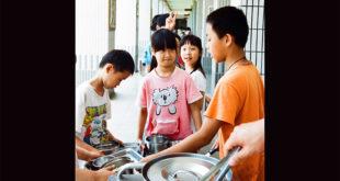 台北市政府自8月起,將全面在高中以下校園禁用一次性餐具。  圖片來源:Dada's life on flickr