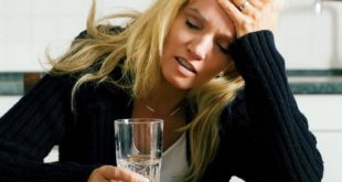 根據媒體報導有四類人不適合隨便服用止痛藥,包括:習慣喝酒、肝炎患者、心臟病史、腎臟病患。(圖片來源:123rf)