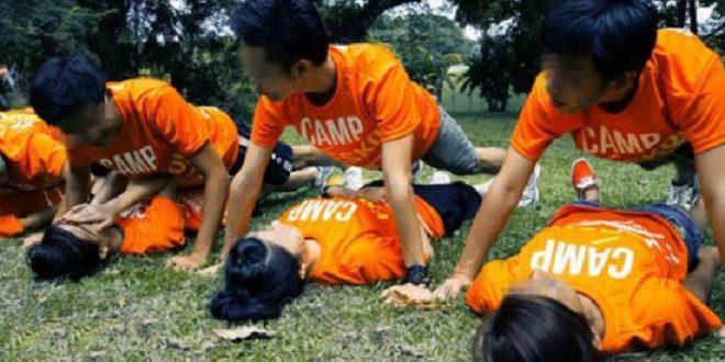國大學生會迎新營,要求輸了遊戲的一對男女新生,模仿強姦橋段,做伏地挺身,過程讓女新生感到精神受創。(圖片來源:翻攝STOMP網站)