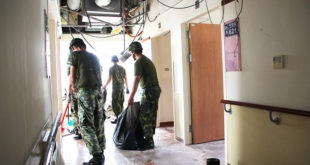 台東基督教醫院在臉書上PO出這張照片,並向辛苦協助救災的國軍表達感謝。  圖片來源:台東基督教醫院臉書