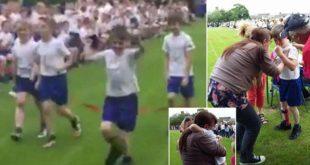 英國10歲患有腦性麻痺男童丹尼爾,因同學集體「放水」,讓他在跑步比賽得第一,他喜極而泣,淚奔至母親懷裡。(圖片來源/翻攝自網路)