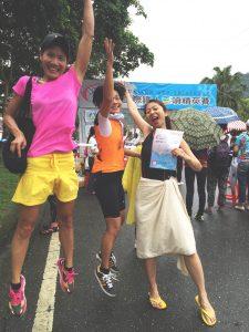 陳綺貞秀出泳衣照,與好友們參加體育競賽。(圖片來源:寬宏售票提供)
