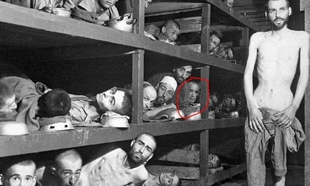 集中營的猶大人,紅色圈起者為維瑟爾。(圖片來源:haaretz)