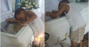 小男孩爬上凳子,想要擁抱在棺木中的媽媽。(圖片來源:Chuchubelles Gabrielle/facebook)