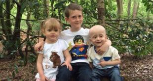 1歲娃查理(右1)勇敢抗癌。(圖片來源:Claire Elms/Facebook)