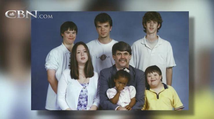 戴夫和他的孩子們(圖片來源http://www1.cbn.com/)