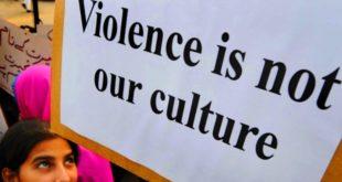 巴基斯坦新一代的年輕人,走上街頭抗議「榮譽處決」,表明暴力並不是該國的文化。 (圖片來源/翻攝自網路)