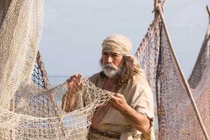 彼得準備撒網捕魚。(圖片來源:http://autumnvr.com/)