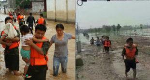 河北洪災,村民艱苦的涉水逃難。(圖片來源:翻攝微博)