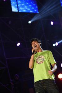 信到高雄現場演唱,為營友加油。(圖片來源:台灣世界展望會提供)