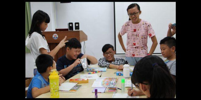 學生們自製道具教材,藉由多元有趣的方式,引導偏鄉學童的語文及寫作能力。(圖片來源/新北市政府提供)