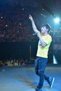 王宏恩用歌聲為營友加油。(圖片來源:台灣世界展望會提供)