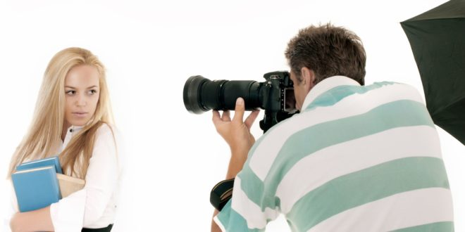 郭男替一名年僅16歲的高中女生拍照時,竟要求少女替他口交。(示意圖非本人)