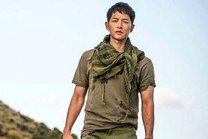 就是這英勇帥氣的形象,竟讓南韓陸軍官校報考率,創下歷年新高。(圖片來源/翻攝自宋仲基IG)