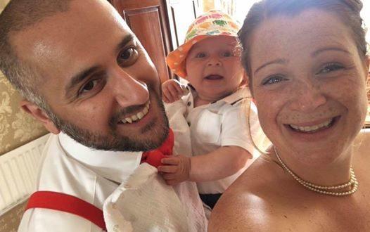 新手媽媽露西在臉書發文「謝謝這位爸爸,即使自己的兒子長大了,20年後他還記得身為新手爸媽的難處。」(圖片來源/Lucy Hatami臉書)