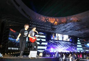 五月天帶來許多經典歌曲,與歌迷一起嗨翻。(圖片來源:相信音樂提供)