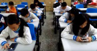 寶可夢中供玩家對戰的道場設在學校中,學生紛紛陷入手機遊戲中,家長也擔心校外人士任意進入校園問題。(圖片來源:翻攝網路)