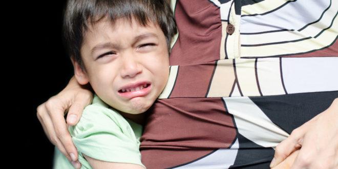 小兄弟一回想起恐怖過程,就哭個不停,一直忍了2天之後,才把事情告訴爸媽,嚇得爸媽趕緊向警方報案。(示意圖非本人)