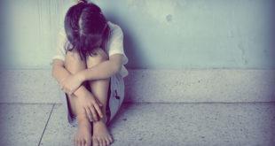 被害女生形容,「每天聽到父親回家的開門聲都是折磨」。