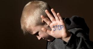 英國一對失聰姊妹花,長年以來誘拐多名男童進行猥褻並發生性行為。
