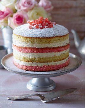 層層堆疊的海綿蛋糕,呈現「裸感」魅力。(圖片來源:La Vie 圖書部,麥浩斯出版)