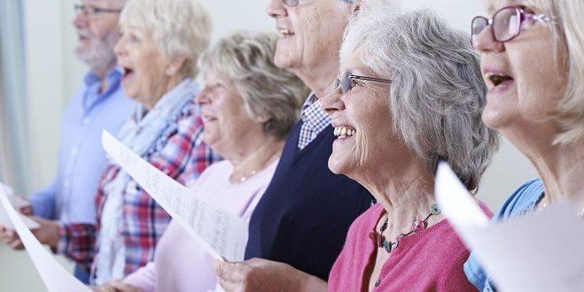根據研究,熟齡婦女定期參與教會活動除了可降低罹癌率,還會更長壽。(圖片來源/版權照片)
