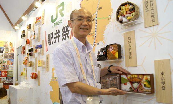白木克彥不只研發菜色,也會加入飯盒造型的設計提案。(謝婷婷攝)