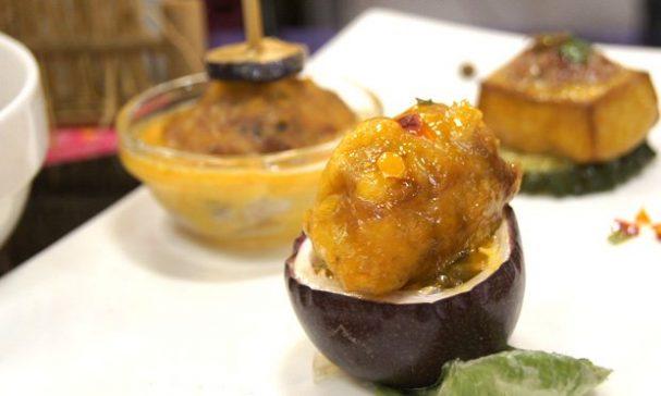客家菜也講究醬汁,這道研發的白香果排骨,夏天吃起來爽口。(謝婷婷攝)
