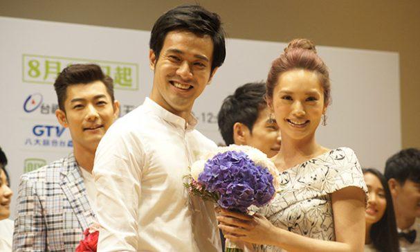 楊丞琳(右)與劇中新演員飾演男女朋友,坦誠平凡人很難演。(謝婷婷攝影)