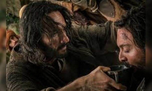 賓漢與耶穌第一次相遇,耶穌為口渴的賓漢餵水喝。(照片來源:gstatic)