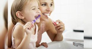 含氟牙膏有助於牙齒抵擋酸溶解、促進再礦化、並降低齲齒發生率。因此,消費者選購牙膏商品時,應挑選適量「含氟」牙膏較佳。(圖片來源/網路)