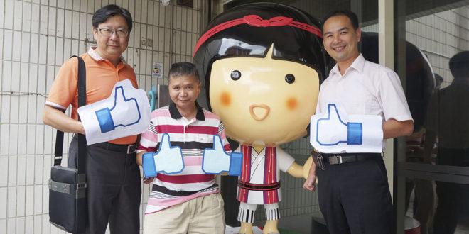 (左起)江文炫、林添榮、黃憲仁一起「讚」出來,揪團做公益,與家扶娃娃共同守護兒童成長。(南台中家扶提供)