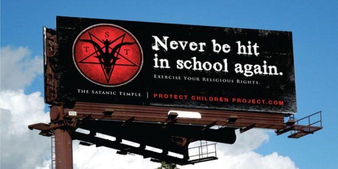 「撒旦聖殿」善於爭取學校弱勢族群的支持,還製作廣告看板吸收更多會員加入。(圖片來源/翻攝自網路)