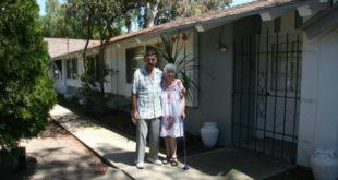 漢克和海倫的房子被不孝孫查徳盜賣,目前正被迫搬離住了50多年的家。(圖片來源:https://www.gofundme.com/27m9zvn3)