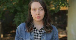 今年20歲的麗貝卡,從8歲開始就沉溺於成人片世界裡。(圖片來源/翻攝自網路)