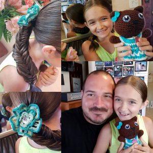 菲利浦在為女兒艾瑪編髮的過程中,享受跟她親密的互動。(圖片來源:Daddy daughter hair factory/Facebook)