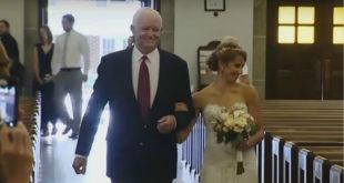 珍妮與接受亡父心臟的亞瑟一起走紅毯。(圖片來源:翻攝Youtube)