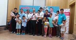 yes123求職網在1日舉行記者會,邀請多名爸爸分享甘苦談。(圖片來源:yes123)
