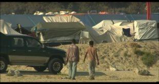 法國北部的加萊(Calais)難民營的志工和難民發生關係,引發國際震撼。(翻攝網路)