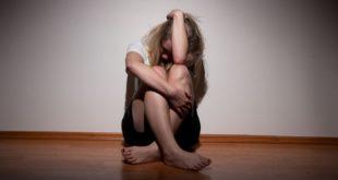 打破心理壓力不困難,每個人都可以多多聯繫關懷身邊的親友,並給予關懷及協助。(圖片來源/網路)