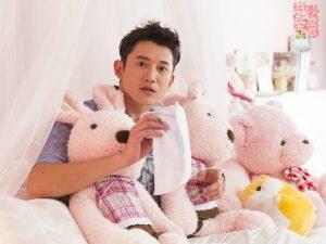 吳慷仁在新戲「戀愛沙塵暴」中跟女主角有許多甜蜜互動,而他也自曝他在現實生活中也喜歡跟女友撒嬌。(圖片來源:植劇場臉書)