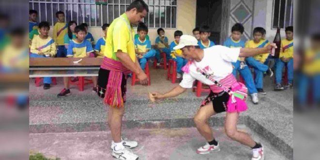 林建昌、郭祐慈夫婦把半數薪水都投入在課輔班,把孩子當作甜蜜的負擔。(翻攝網路)