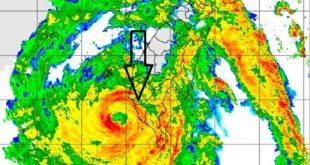 """鄭明典臉書上說明颱風眼旁邊的環狀雲系稱為""""眼牆"""",是颱風的風雨最猛烈的區域。(翻攝鄭明典臉書)"""