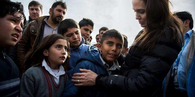 好萊塢女星安潔莉娜裘莉常飛往全球難民營,探視這些受苦的人們,並為他們發聲。(圖片來源/翻攝自UNHCR官網)