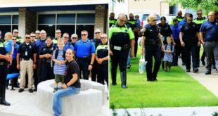 爸爸因公殉職的傑克森開學當天,爸爸同事們穿著警察制服,護送傑克森到教室,場面溫馨感人。(圖片來源:每日郵報)